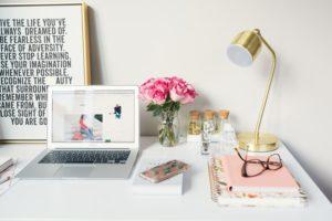laptop-desk-resume