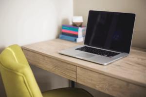 apply-job-online-desk-computer